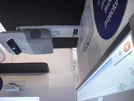 Video proyector de tiro ultra corto EPSON 685W + soporte de pared