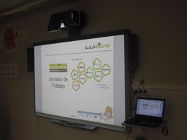 Pizarra Digital Multitouch SMART Board SBX885 con Video Proyector ultra corto SONY  SW631. Incluye altavoces Smart